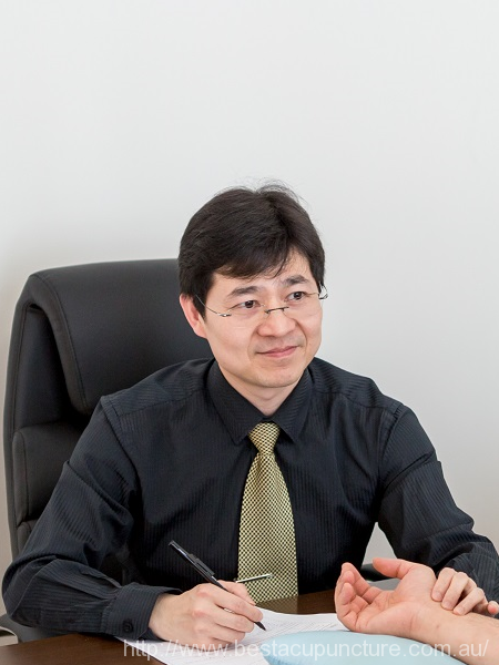 Dr. Rayman Wu (Minrui) - registered acupuncturist and Chinese herbal medicine practitioner